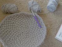 手編みのキャットドーム - さて。月でも見るか。
