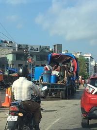 シヴァ神巡礼・クライマックスの大渋滞 - Blue Lotus