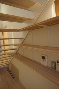 階段一体型本棚 - 函館の建築家 『北崎 賢』日々の遊びと仕事