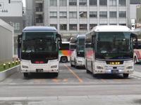 初日の〆は、中央高速バスで! - タビノイロドリ
