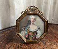 婦人の肖像画入りイサベリーノメタル額921 - スペイン・バルセロナ・アンティーク gyu's shop