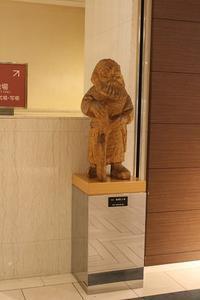 街角美術館『砂澤ビッキ制作のアイヌ像』札幌東急インREIホテル - ワイン好きの料理おたく 雑記帳
