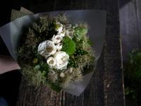 豊平3条のカフェの2周年に花束。「出来るだけドライフラワーになりやすいもので」。2019/08/01。 - 札幌 花屋 meLL flowers