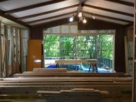 富士急山中湖畔別荘地新築のように自然素材で内外装間取りまで家まるごとリノベーション工事床と一部壁地天井は無垢のパイン材壁天井は消臭調湿効果が高い珪藻土仕上げ - 自然素材の家造りブログ 探彩工房(たんさいこうぼう)建築設計事務所 太陽熱で床暖房するソーラーシステムの自然素材の家に20年以上住んでいる設計士が 別荘・注文住宅を専門に設計