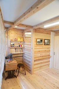 モイスの呼吸する壁・天井とJパネル無垢板壁による室内環境 - アトリエMアーキテクツの建築日記