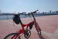 暑い一日 - 青い自転車とともに