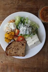 シラスサラダで朝ごパン - Nasukon Pantry