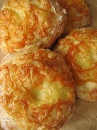とうきびのチャバタ、チーズのせ - slow life,bread life