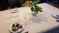 柏葉あじさいが咲きだした。自宅でアペリティフ - 牡蠣を煮ていた午後