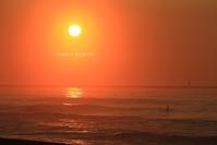 朝陽に染まって弾けてポ~ン♪(夏の朝、海でⅡ) - FUNKY'S BLUE SKY
