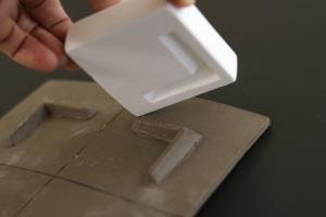 タタラ作りの角皿に足を付ける - 器・UTSUWA&陶芸blog