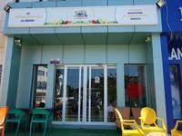 コトヌーでインスタ映えを狙うならFruitizz, Premier bar à jus au Beninで焼きフルーツ串を - kimcafeのB級グルメ旅