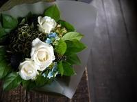 結婚記念日に奥様への花束。「白~グリーン系、夏っぽい感じ」。2019/08/08。 - 札幌 花屋 meLL flowers