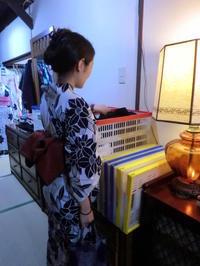 お出かけのご準備、バッグとヘアアレンジと。 - 京都嵐山 着物レンタル「遊月]・・・徒然日記