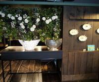 定期的にお取替えしている、イタリアンレストラン「カプリカプリ」さんのアーティフィシャルフラワー(造花)ディスプレイ。2019/08/10。 - 札幌 花屋 meLL flowers