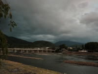 台風が近づく早朝の嵐山。 - 京都嵐山 着物レンタル「遊月]・・・徒然日記