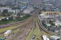 赤い機関車と赤いコンテナが並ぶ駅- 2019年夏・秋田臨海鉄道 - - ねこの撮った汽車