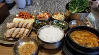 ひとり旅6月の韓国5泊6日その7 ~目にも美味しいポッサム野菜包み定食!仁川空港のフードコードにて。 - OST評論家 モンタンKOREA