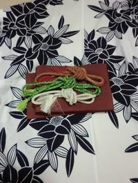 浴衣のお着付け中・・・帯締めです。 - 京都嵐山 着物レンタル「遊月]・・・徒然日記