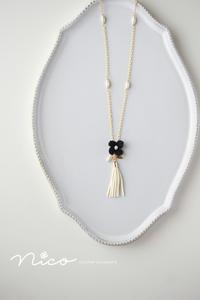 黒い小花とタッセルのネックレス - Nico  ちいさな編み物たち