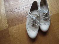 ベージュの紐靴で、手持ちの服がフレッシュアップ - Lien Style (リアン スタイル)