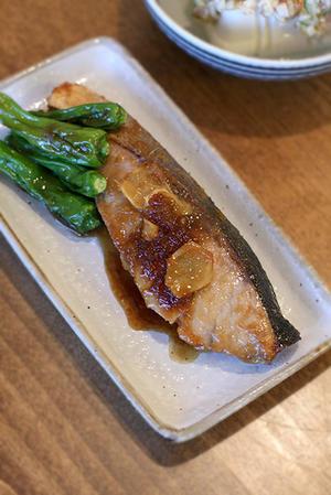 ブリの生姜焼きと鶏皮の中華炒め -