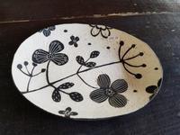 浅見さん作の楕円皿 - ギャラリー 茶房 - 侘助 -