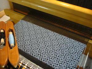 黒ベースのオーバーショット - アトリエひなぎく 手織り日記