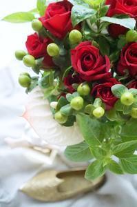 パスタが食べたくなるブーケ♪ - お花に囲まれて