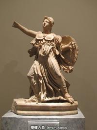 コリント式ヘルメットをかぶったアテナ女神小像 - 日刊ギリシャ檸檬の森 古代都市を行くタイムトラベラー