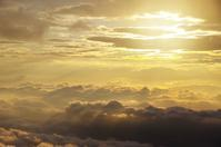 「雲外蒼天」 - 光と彩に、あいに。