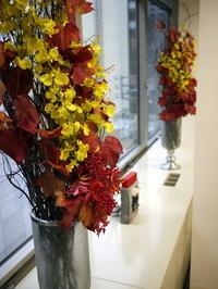 定期的にお取替えしている「歯科 おいしい幸せ」さんのアーティフィシャルフラワー(造花)ディスプレイ。2019/08/23。 - 札幌 花屋 meLL flowers