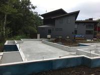 変形の敷地に建つプライバシーを考慮したコの字型の間取り構成の自然素材の家駿東郡小山町用沢わさび平THEVILLAGEFUJIOYAMA - 自然素材の家造りブログ 探彩工房(たんさいこうぼう)建築設計事務所 太陽熱で床暖房するソーラーシステムの自然素材の家に20年以上住んでいる設計士が 別荘・注文住宅を専門に設計