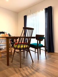 カリモク家具カラフルダイニングチェア - CLIA クリア家具合同会社