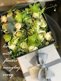 BOXフラワー -  Flower and cafe 花空間 ivory (アイボリー)