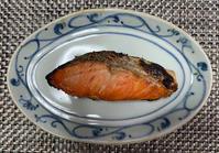 8月最後の夕ごはんです。今日もあっさり鮭定食 - おひとりさまの「夕ごはん」