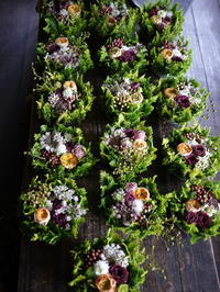 むかわ町のお寺での仏前式(結婚式)に①。卓上花16個。2019/08/29。 - 札幌 花屋 meLL flowers