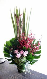中華のお店のオープンにアレンジメント。南5西3の地下1階にお届け。2019/08/31。 - 札幌 花屋 meLL flowers