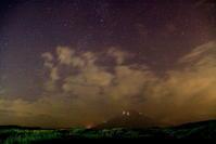 令和元年8月の富士(27)裾野からの月夜の富士 - 富士への散歩道 ~撮影記~