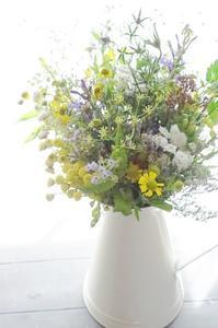 ナチュラルドライブーケ - お花に囲まれて