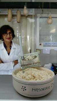 レッチェ郊外の手づくりチーズのマッセリア - My little Lecce