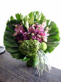 ご葬儀のアレンジメント。ご自分で持っていかれるので、大きすぎず。2019/09/02。 - 札幌 花屋 meLL flowers