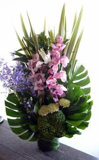 ご葬儀のアレンジメント。花川南8条の斎場にお届け①。2019/09/03。 - 札幌 花屋 meLL flowers