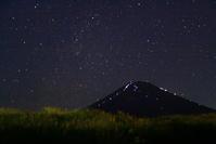 令和元年9月の富士(10)裾野の星空の富士 - 富士への散歩道 ~撮影記~