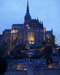 ラ メール プラールとモンサンミッシェルの夜景 - カメラのまばたき