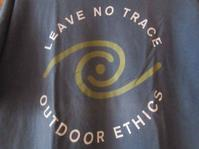 Leave No Trace Outdoor EthicsのTシャツ - Questionable&MCCC