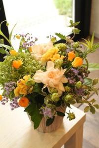 1周忌の花ご友人様へ - 北赤羽花屋ソレイユの日々の花