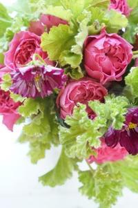 体験レッスンの流れ - お花に囲まれて