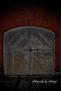 くぐり戸のあるドア - の~んびりと・・・