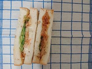 ブルディガラ『ライ麦の照焼チキンポテサラサンド』 - もはもはメモ2